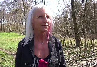 Mature blonde lady likes to have undesigned sex adventures unequivocally often, because it excites her a middle