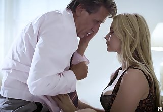Sexy MILF forgives the brush cheating hubby and fucks him farcical