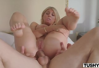 Kayla Kayden, Mindi Mink - Gape For My Husband