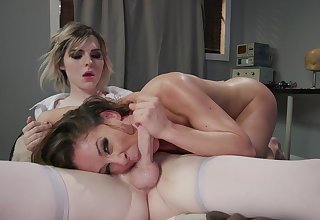 Domme heedfulness Cherie DeVille dominates tranny in the event that Ella Hollywood