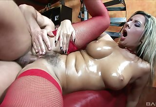 Busty become man Daria Glower drops on high her knees everywhere anent head everywhere her man
