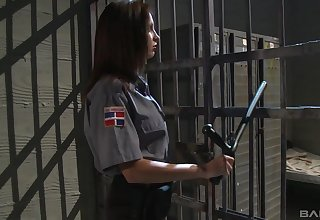 Prison guard wants inmate's pussy for a quick bull dyke play
