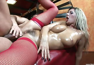 Merciless settee sex leaves blondie apropos her hairy cunt fully creamed