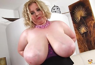 Coquettish BIG BEAUTIFUL WOMAN Blond Teem Babe Oils Rack