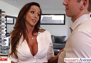 Friendly come-hither stepmom Ariella Ferrera loves to fuck younger admass