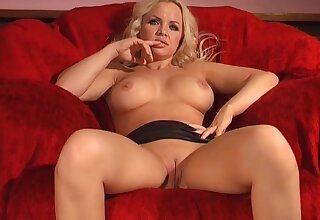 Hot blonde wife Frankie Babe enjoys playing with a large dildo