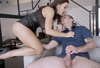 Drop dead gorgeous woman Lisa Ann fucks her new lover and takes cumshots on fake gut