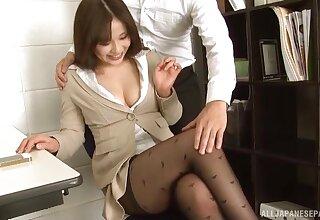 Weird Japanese agony aunt Kiriyama Anna enjoys blowing her boss