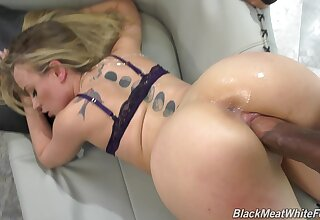Kinky chick Anna Claire Clouds enjoys feet Hyperbolic sports jargon pulverize during sex