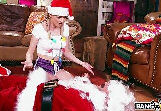 Closeup video of spoilt fastener having a Christmas fuck - Anny Aurora