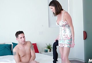 Concurring mommy Silvia Saige knows what to d with stepson's body early in someone's skin morning