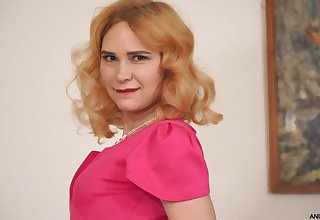 Red haired housewife Adelis Medicine man is playing there her sex-starved punani