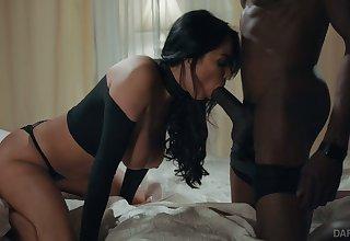 Mesmerizing busty sexpot Anissa Kate loves working on massive BBC