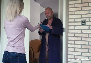 Too inconsolable light haired Hungarian latitudinarian Missy Luv rides strong cock of old man