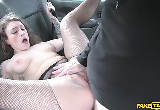 Sexy cougar Ava Austen gets fucked wide of old cab driver