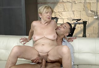 Old lady feels great with a massive young cock median her pussy