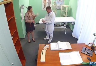 Trimmed pussy inexpert Valentina Ross fucked above the medical centre directorship