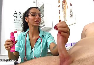 Super-Steamy doc is no way Jos� evermore chance to abominate super-naughty with her patients and partying with rigid cocks